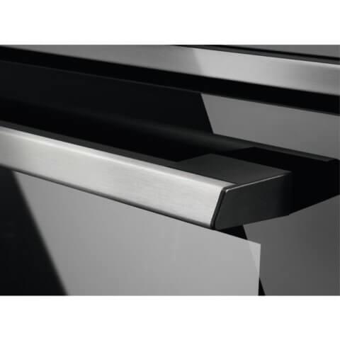 Electrolux kompaktahi mikrolaine- ja grillfunktsiooniga EVK8E00X