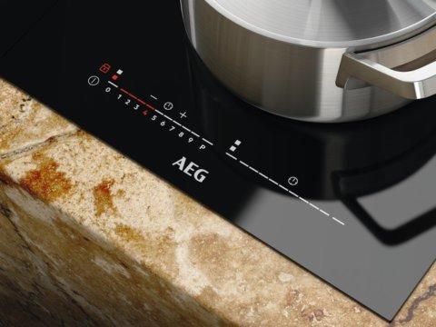 AEG Domino sillafunktsiooniga induktsioonplaat IKE42640KB