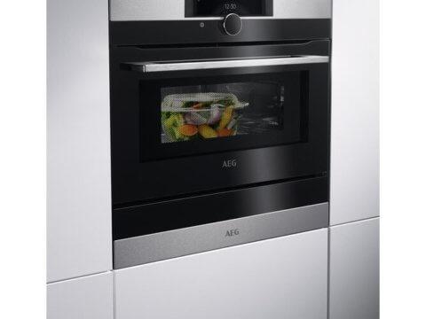 AEG kompaktahi Connected Cooking ja mikrofunktsiooniga KMK968000M
