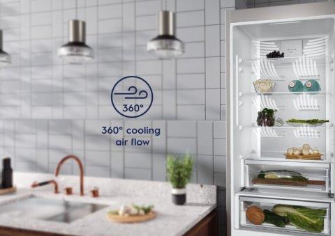 Electrolux 186cm FrostFree Extra Chill-sahtliga külmik LNT7ME32M1