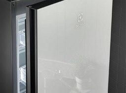 Electrolux 201cm FrostFree Extra Chill-sahtliga külmik LNT7ME34G1