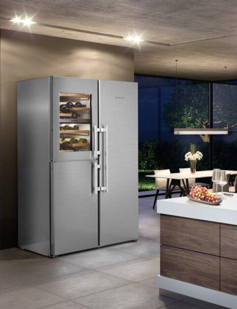 Lieberr Side-by-Side veinikülmiku ja jäämasinaga BioFresh külmik